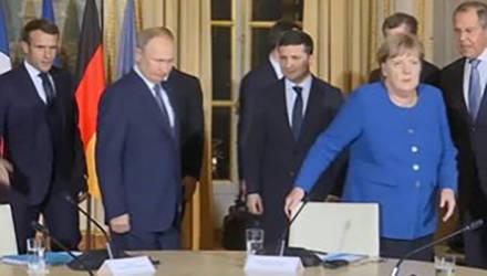"""""""А вас, Штирлиц, я попрошу остаться"""": Парижский саммит начался с конфуза Зеленского перед Путиным (видео)"""