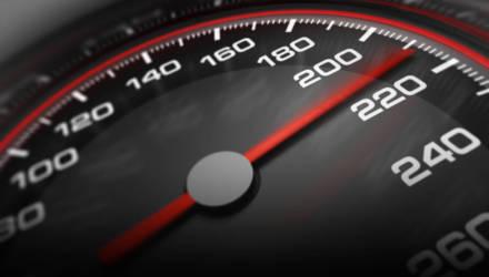 Президент поручил правительству срочно увеличить скоростной режим на дорогах