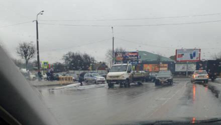 В Могилёве с ГАЗели упал груз - сотрудники милиции помогали его собирать