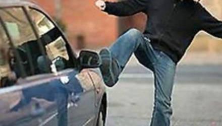 Погромная ночь «Фиата»: в Бобруйске ночной хулиган атаковал машину