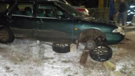 Мужчину в Бобруйске придавил автомобиль, сорвавшийся с опоры