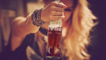 Женщина пила по 5 литров газировки и съедала 2 пиццы каждый день: смотрите, что с ней стало