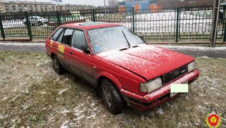 Пьяный житель Бобруйска пытался угнать автомобиль, но застрял на газоне