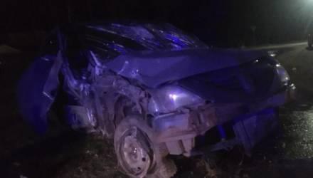 Легковушка в Бобруйске врезалась в столб, пострадал водитель