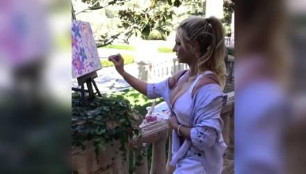 Бритни Спирс стала художником и организует выставку собственных картин