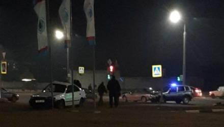 ДТП в Бобруйске: водитель чуть не «влетел» на заправку