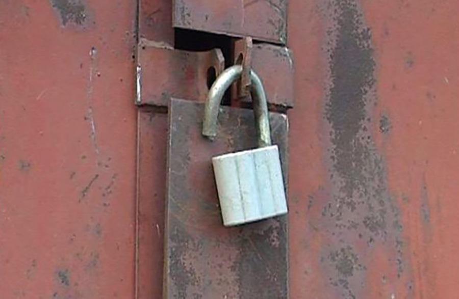 Могилевчане из гаража пенсионера похищали металл, потом забрали и «Москвич»
