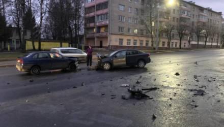 Странное лобовое ДТП произошло в Могилёве (видео)