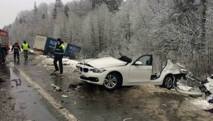 В Крупском районе столкнулись легковая машина и фура — водитель BMW в реанимации