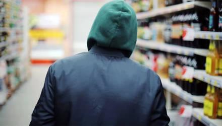 Забег с водкой и мороженым: работник магазина в Бобруйске полкилометра гнался за похитителем продуктов