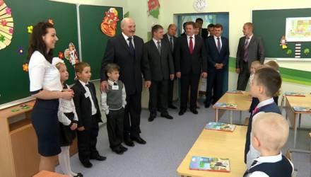 Лукашенко обещает в этом году вернуться к пересмотру школьных программ