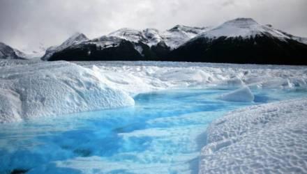 В тающих льдах нашли неизвестные древние вирусы