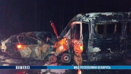 Два человека погибли в результате столкновения и возгорания маршрутки и легковушки в Могилёве