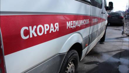 Ироничная наклейка появилась на машине «Скорой» в Бобруйске