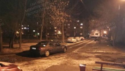 В спальном районе Бобруйска автомобиль наехал на женщину