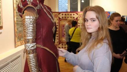 Выставка исторических костюмов, лоскутного шитья и картин Александра Суворова открылась в музее этнографии Могилёва (фото)