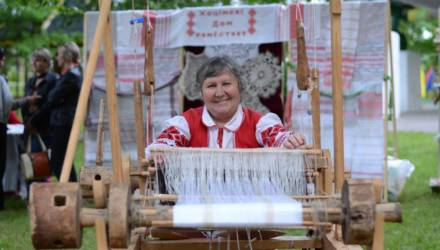Традиции ткачества возрождают в Хотимске