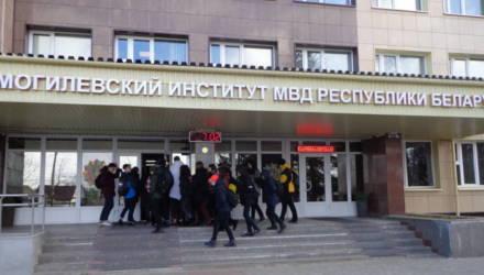 Сотни абитуриентов пришли на День открытых дверей в Могилёвский институт МВД