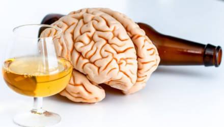 Алкоголь и сигареты вызывают старение мозга