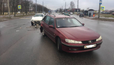 В Могилёве столкнулись две машины: незакрепленный баллон проломил сиденье и травмировал водителя