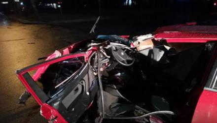Водитель «БМВ» в Могилёве врезался в световую опору