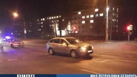 """Школьница в Могилёве перебегала дорогу на """"красный"""" и попала под машину"""