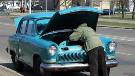 Десять вещей, которые обязательно надо сделать с машиной после зимы. Даже после такой!