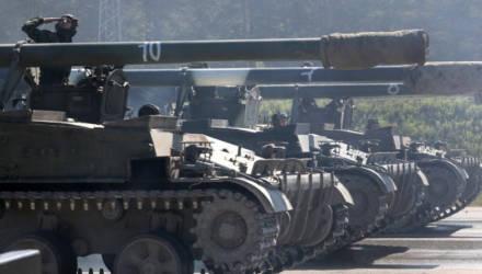 Артиллеристы отрабатывают стрельбу из самоходок под Осиповичами