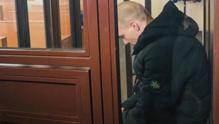 «Наступал ногой на лицо». Жителя Зельвенского района судят за то, что забил до смерти 4-летнюю дочь