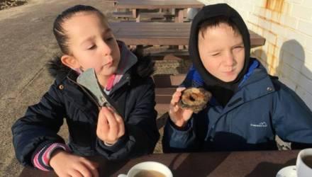 Девочка попросила у дедушки металлоискатель и нашла древний артефакт