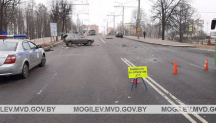 Водитель в Могилеве при развороте не пропустил другое авто: один человек погиб, один в больнице