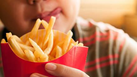 Названа еще одна опасность детского ожирения