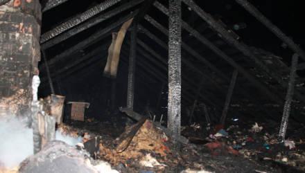 Близнецы едва не сожгли дом бабушки в Кировске — за ремонт заплатят родители