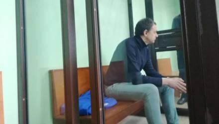 В Гродно судят преподавателя кружка, который курил марихуану с детьми на занятиях