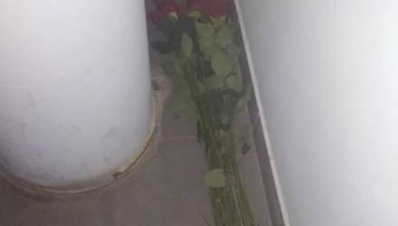 В Бобруйске пьяный мужчина похитил розы и подрался с продавцом, чтобы поздравить жену с днем рождения