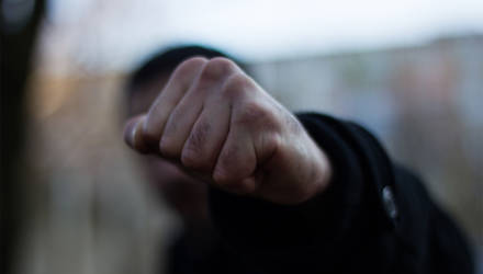 В Могилеве мужчина избил 18-летнюю девушку