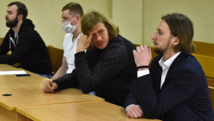 """Хоккеистов, замешанных в договорном матче с ХК """"Могилев"""", обвиняют еще и в распространении порнографии"""