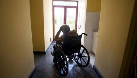 Больных не изолировали, средств защиты не хватало. Прокуратура проверила дом престарелых в Белыничах