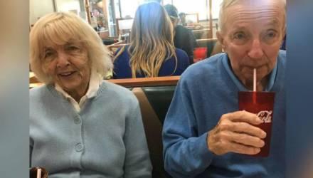 «Взявшись за руки»: прожившие в браке 73 года супруги умерли от коронавируса в один день
