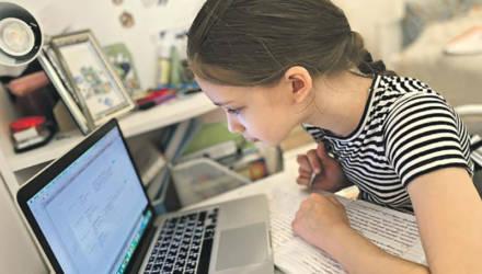 """В Минобразования обсуждают, как ставить оценки в школах """"на удалёнке"""""""