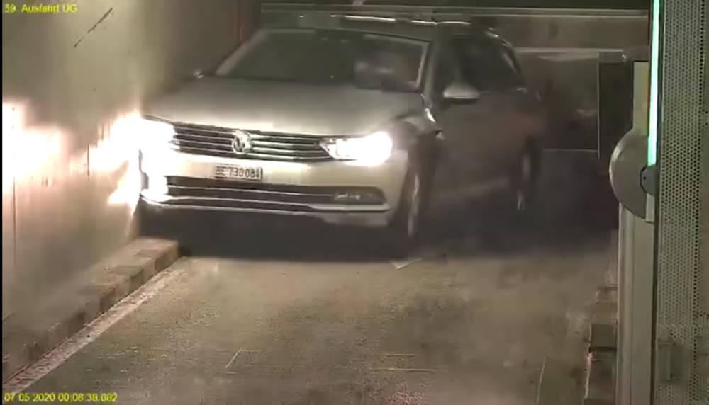 """Видеофакт. """"Виртуозный"""" заезд водителя Volkswagen Passat на парковку"""