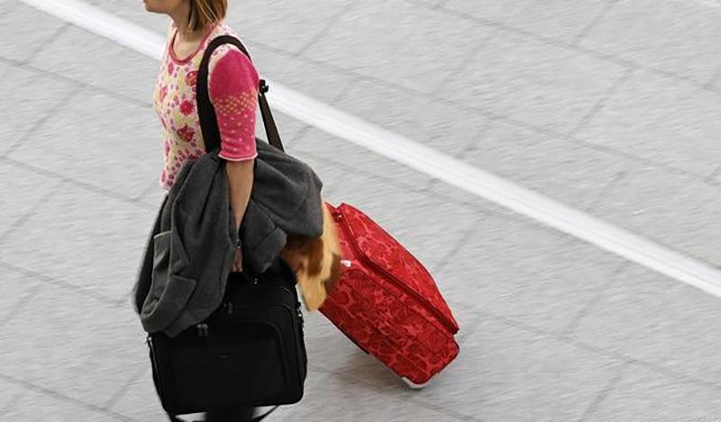 Неуплатчица алиментов из Дрибинского района продала телефон, взятый в рассрочку на мать, чтобы уехать в Россию