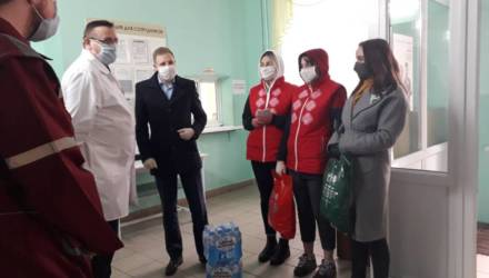 Могилевская молодежь передала медикам средства защиты и слова благодарности