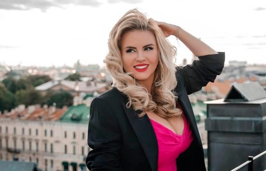 Анна Семенович с тройным подбородком напугала соцсети