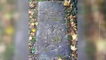 В Могилеве украли уникальную старинную надгробную плиту с родовым гербом городского главы