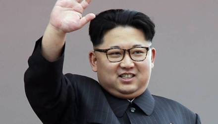 «Похороненный» СМИ Ким Чен Ын появился на публике впервые за 20 дней