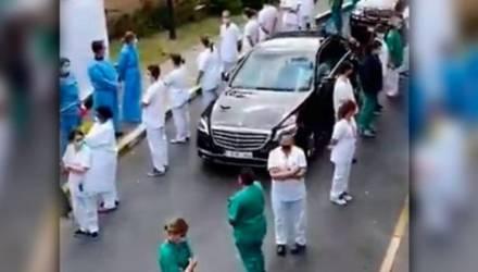 Бельгийские врачи устроили «коридор позора» для премьер-министра (видео)