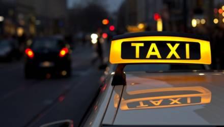В Москве таксист спас девушку от насильников благодаря приложению по вызову авто