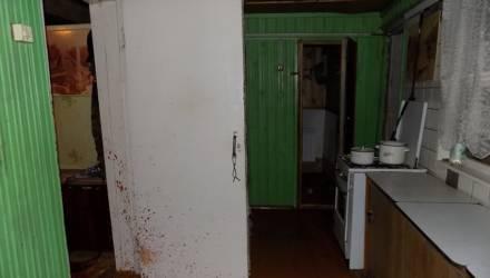 В Могилевском районе пьяный мужчина шел к родне, ошибся домом — и убил старика и его дочь-инвалида. А потом сдал себя милиции