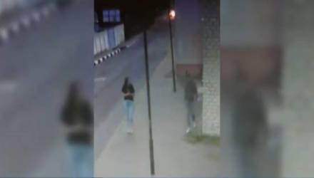Пьяный парень в Могилеве разбил стекло в здании телерадиокомпании (видео)